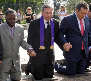 Ted Cruz prays with Rev. Rob Schenck (from Faith and Action) and Rev. Frazier White (a Democrat and Obama supporter)