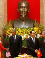 Obama lifts arms ban on Vietnam