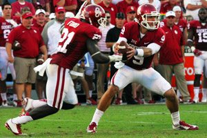 OU's Keith Ford prepares to take a handoff from Trevor Knight Saturday night in Norman