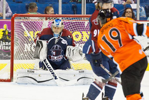 Oilers goalie Brandon Anderson braces for the arrival of the puck off a Lindsay Sparks shot. Photo: Kevin Pyle