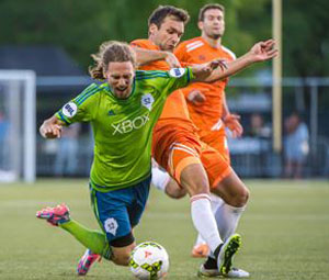 Tulsa's Chad Bond challenges Andy Craven early in the second half of Tulsa's 5-1 victory in Seattle Friday night.  Photo: Roughnecks