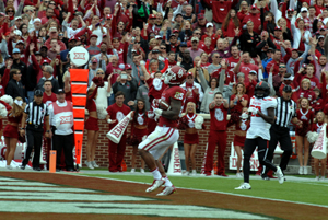 Joe Mixon strides into the end zone in the first quarter against Texas Tech on Saturday.
